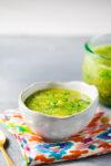 Salsa verde mexicana con tomatillo y ajo asado