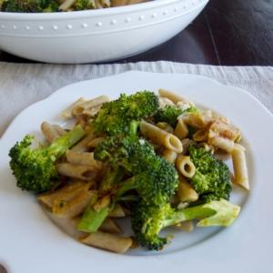 PAsta con brocoli, ajo y limón. Un super platillo lleno de sabor, vitaminas y proteinas. #vegano