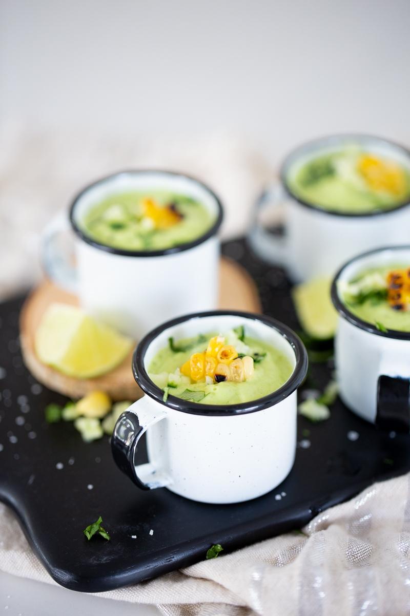 sopa fría de aguacate