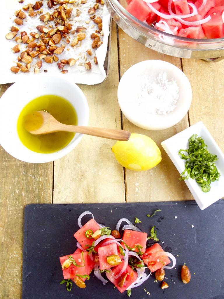 Ensalada de sandía con almendras, serrano y albahaca.