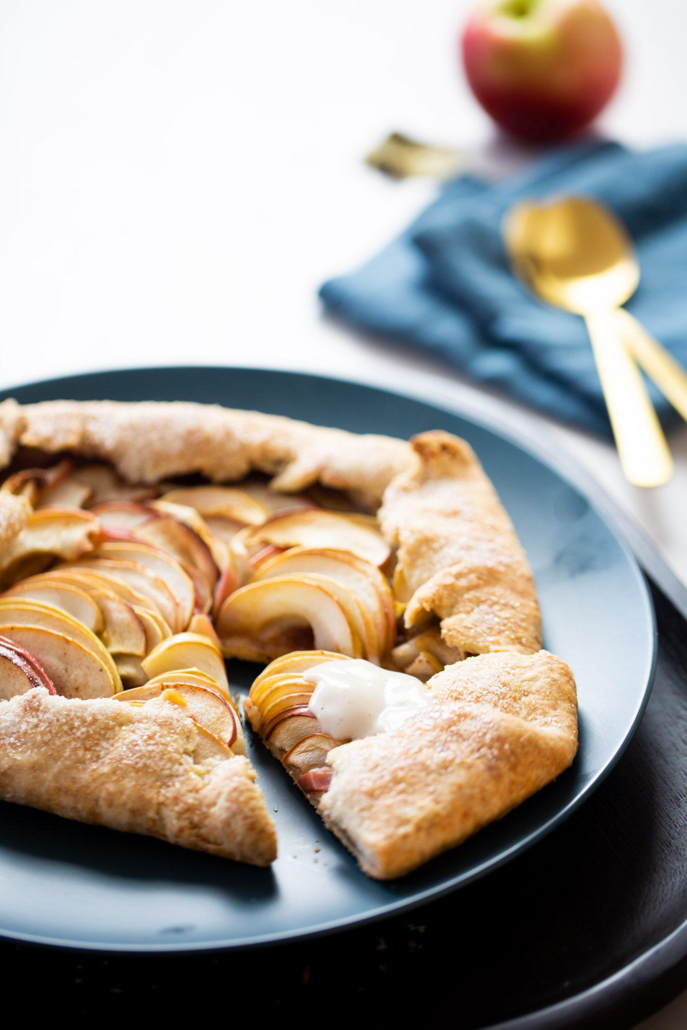 Galette de manzana con crema encima