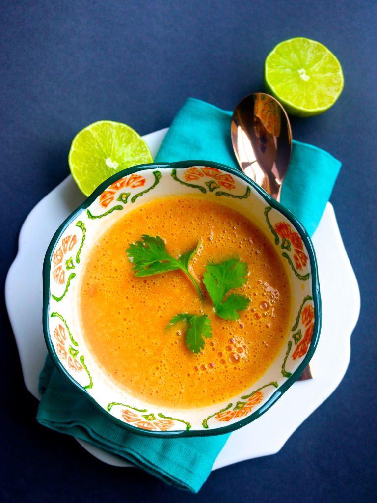 Sopa de papa, pimiento y especies/piloncilloyvainilla.com