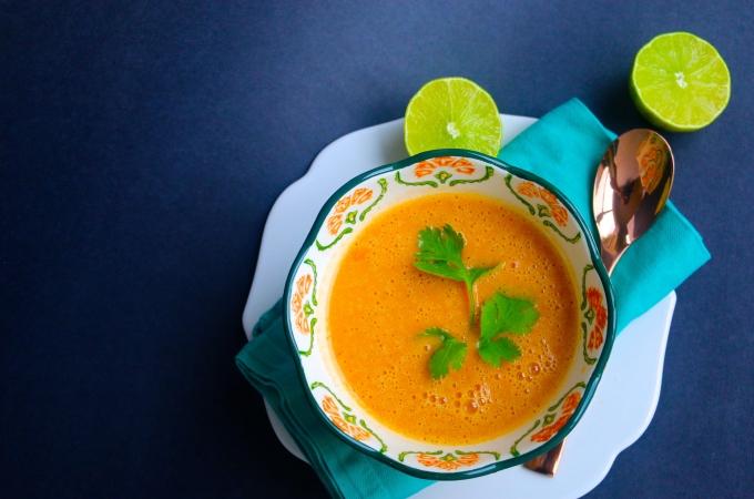 Sopa de papa, pimiento y especies