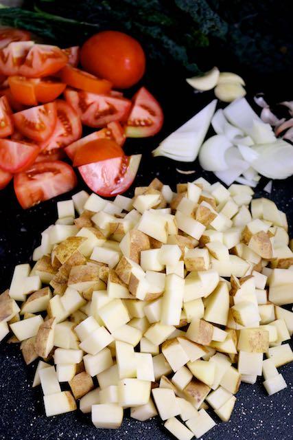 Tacos de kale y papa en salsa de tomate (3)