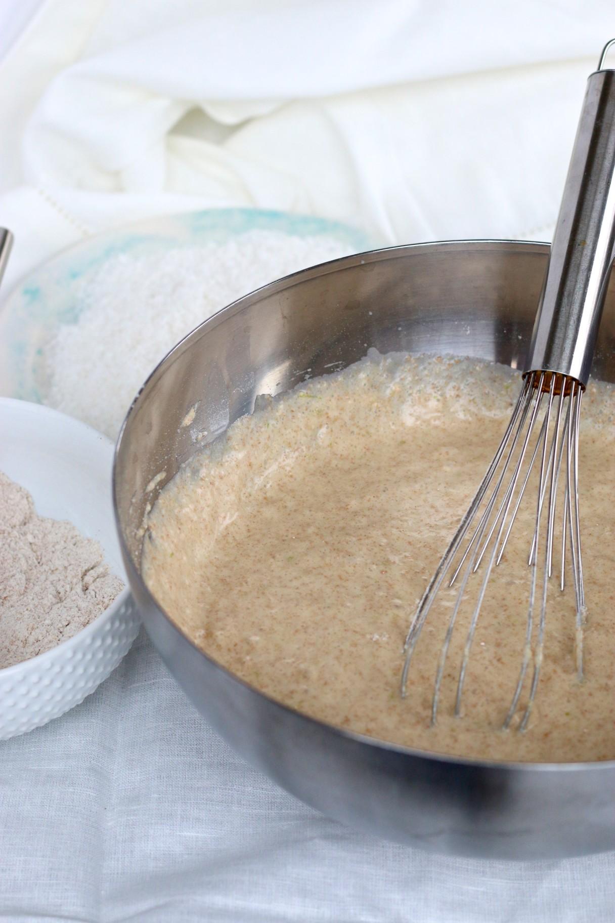 Pan de coco y limón con glace de jugo de limón y coco tostado espolvoreado arriba-piloncilloyvainilla.com