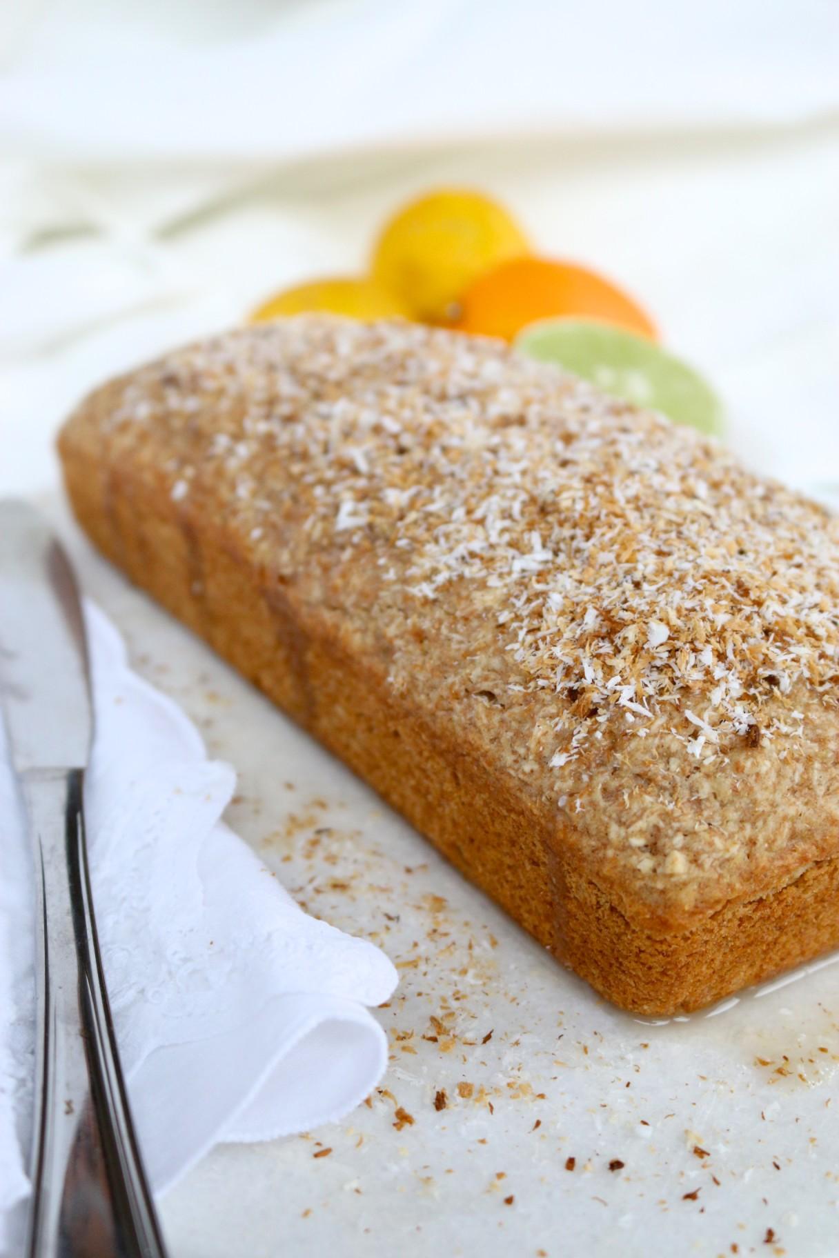 Pan de coco y limón con glace de jugo de limón y espolvoreado con coco tostado-piloncilloyvainilla.com