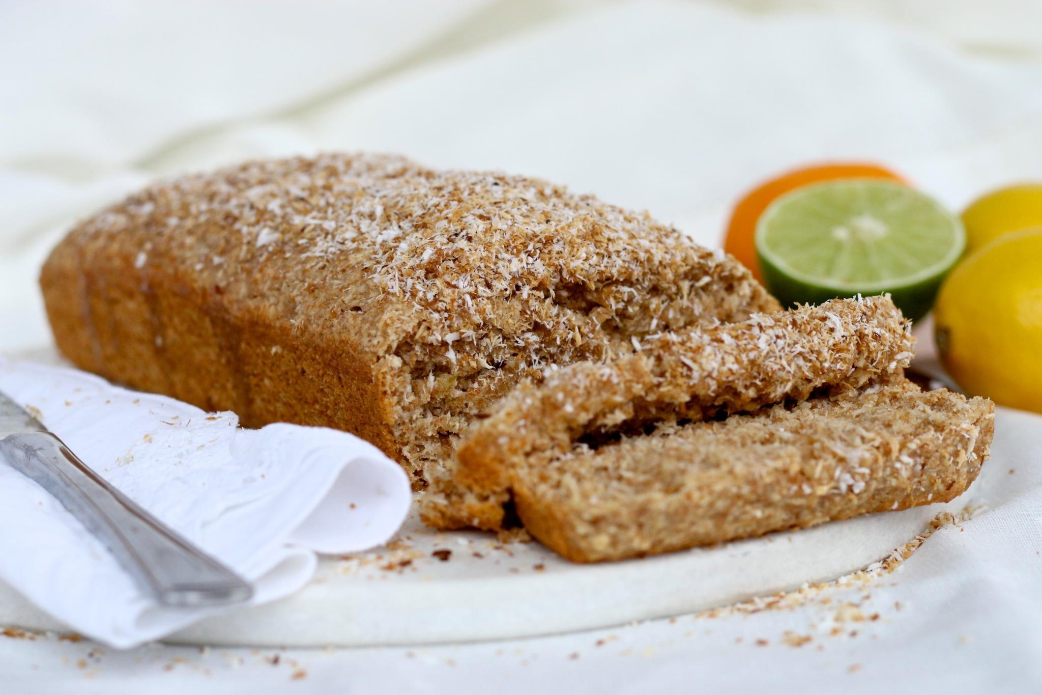 Pan de coco y limon con glace de jugo de limon y espolvoreado con coco tostado-piloncilloyvainilla.com