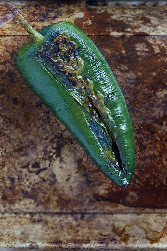 Las mejores enchiladas del mundo, rápidas, deliciosas y bien fáciles de hacer. Sólo imagínate tortilla de maíz, camote, salsa verde y crema de chile poblano.