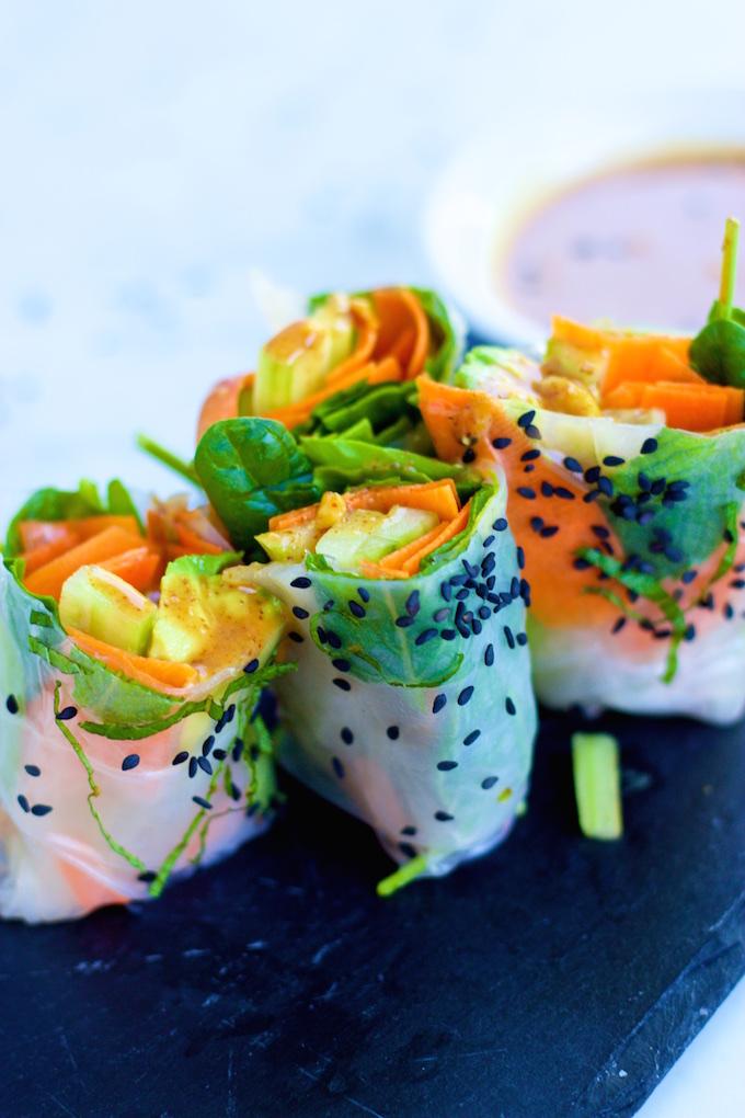 Spring rolls de verduras con salsa de almendra