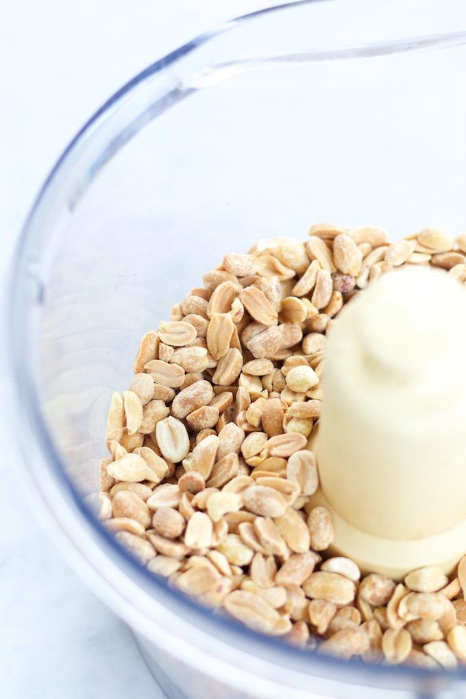Crema de cacahuate con chocolate hecha en casa