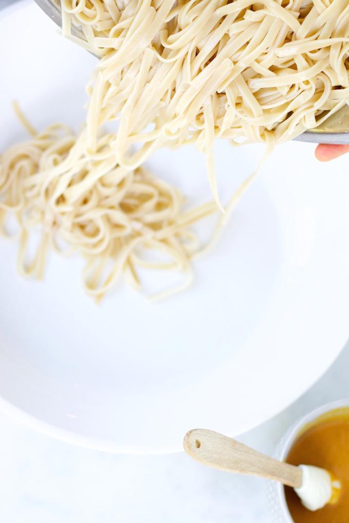 Noodles con cream de cacahuate y naranja