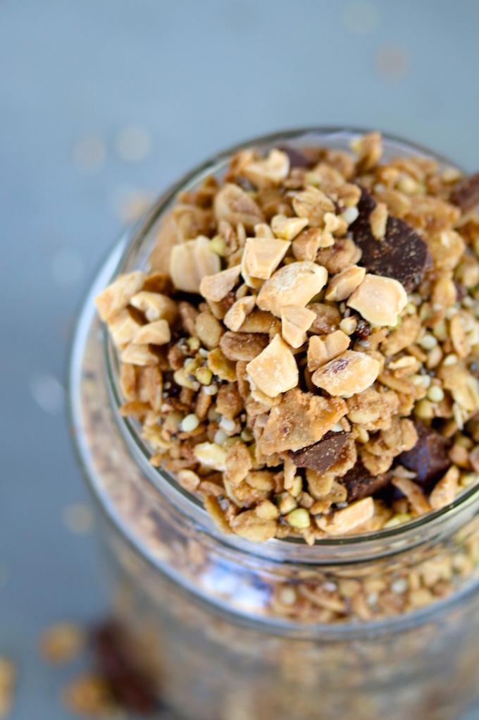 Granola de cacahuate y chocolate