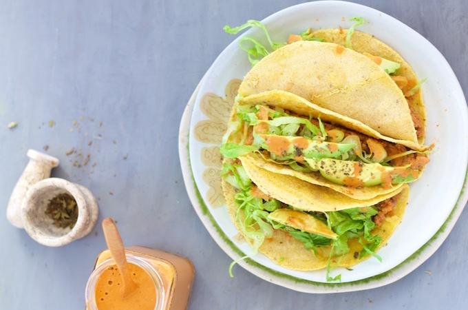 Tacos  con salsa de enchiladas