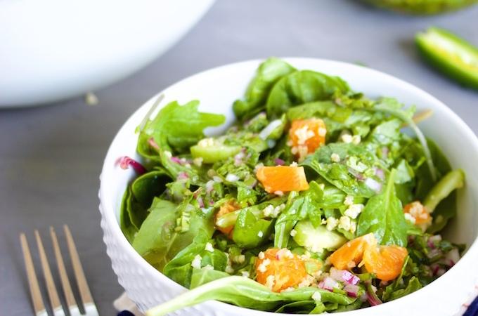 Ensalada con mandarinas y vinagreta de menta, cilantro y jalapeño