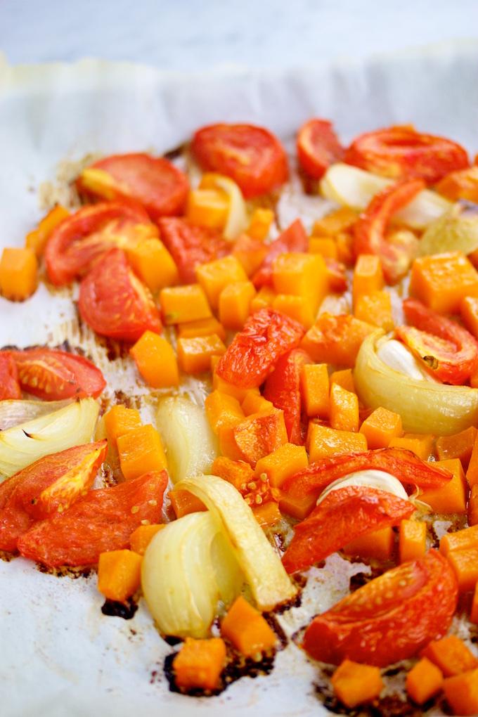 Pasta con salsa de tomate y butternut squash salsa