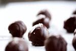Moon balls, dulces de coco y chocolate obscuro.P&V