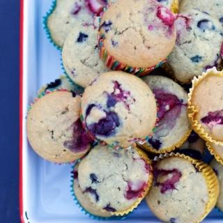 Muffins con berries y miel de maple