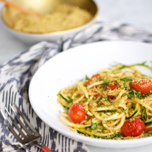 Noodles de calabacita con tomate.P&V