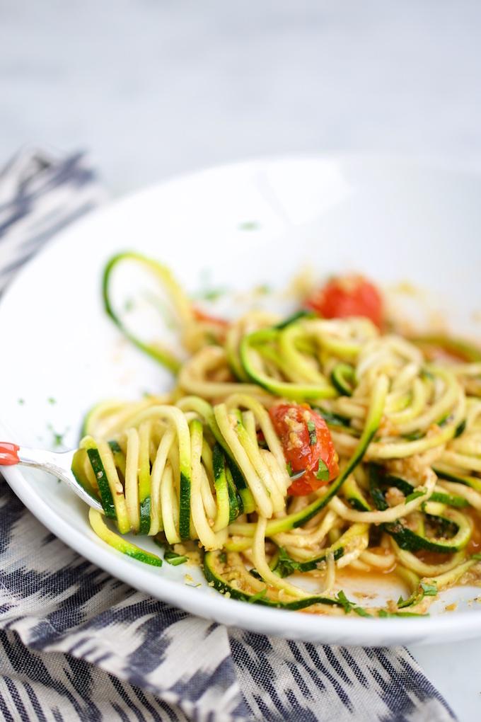 Noodles de calabacita con tomate,pasta de zucchini