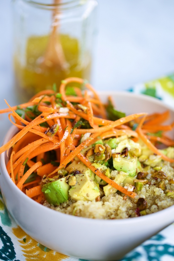 Quinoa con zanahorias y aderezo de pistaches.P&V