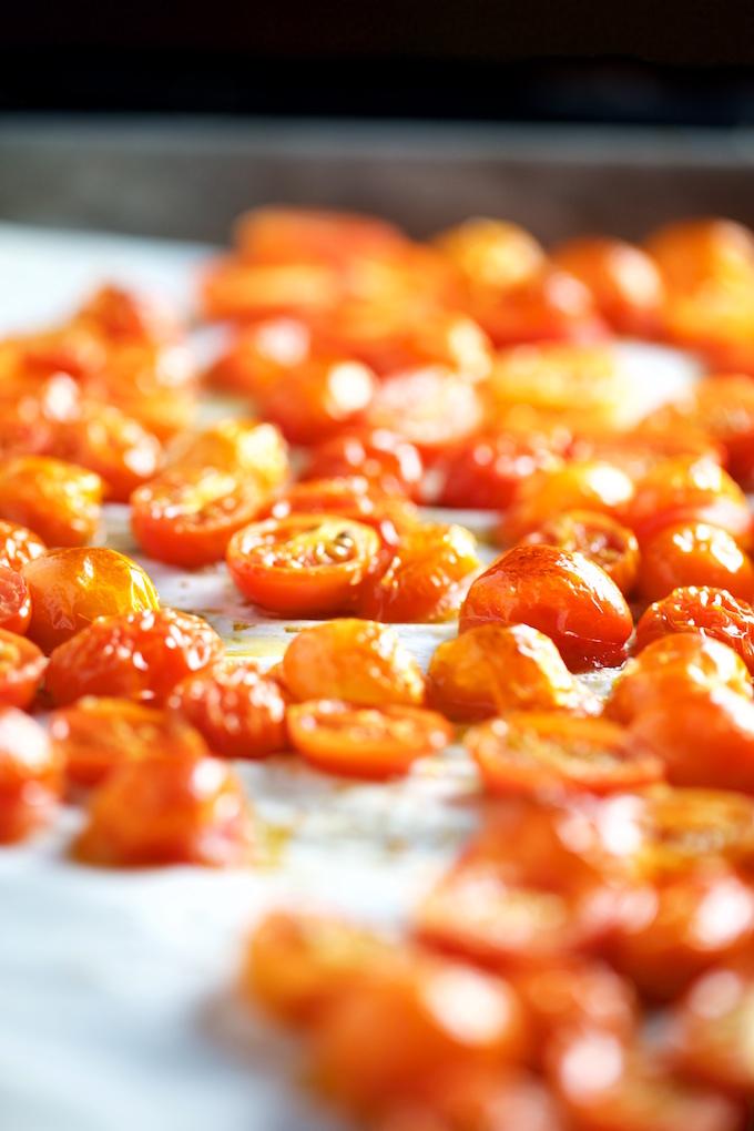 Chile poblano relleno de quinoa y tomate cherry, chiles rellenos