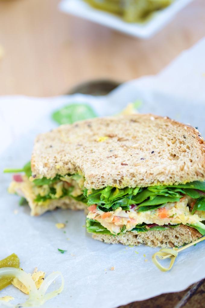 Sandwich de ensalada de garbanzo para una cena o un lunch super rápido