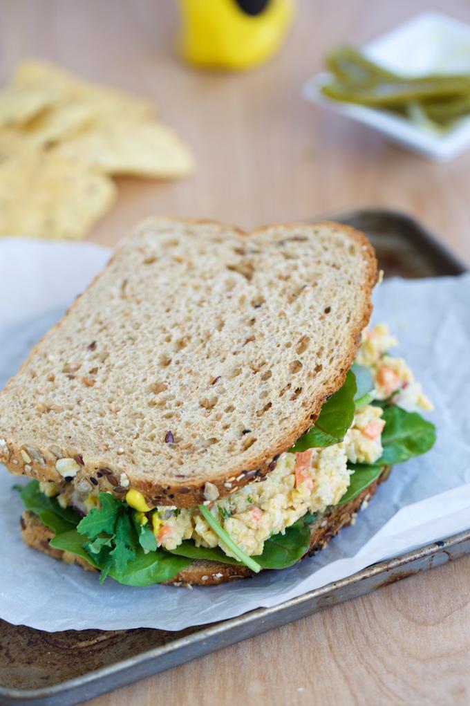 Ensalada de garbanzo para un sandwich perfecto.