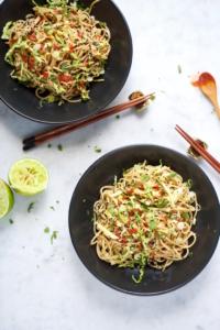 Noodles con salsa de crema de almendra