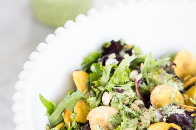 Ensalada con aderezo de cilantro mágico