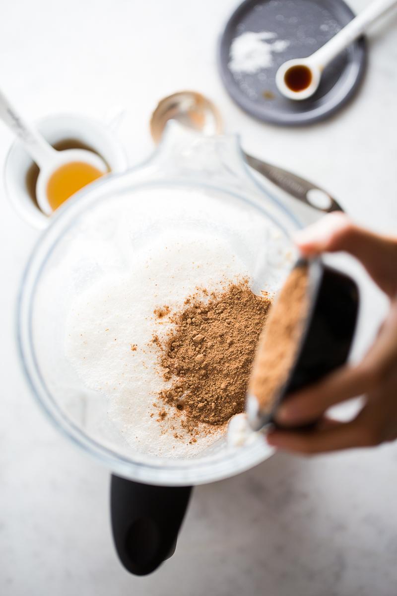 Leche de avellana con chocolate. Super fácil de hacer, deliciosa y llena de vitaminas y minerales para el cuerpo.