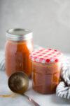Salsa para enchiladas perfecta para tener en el refri y preparar un plato mexicano delicioso.