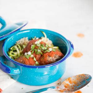 Receta de albóndigas mexicanas, veganas y en caldillo de tomate con chipotle.