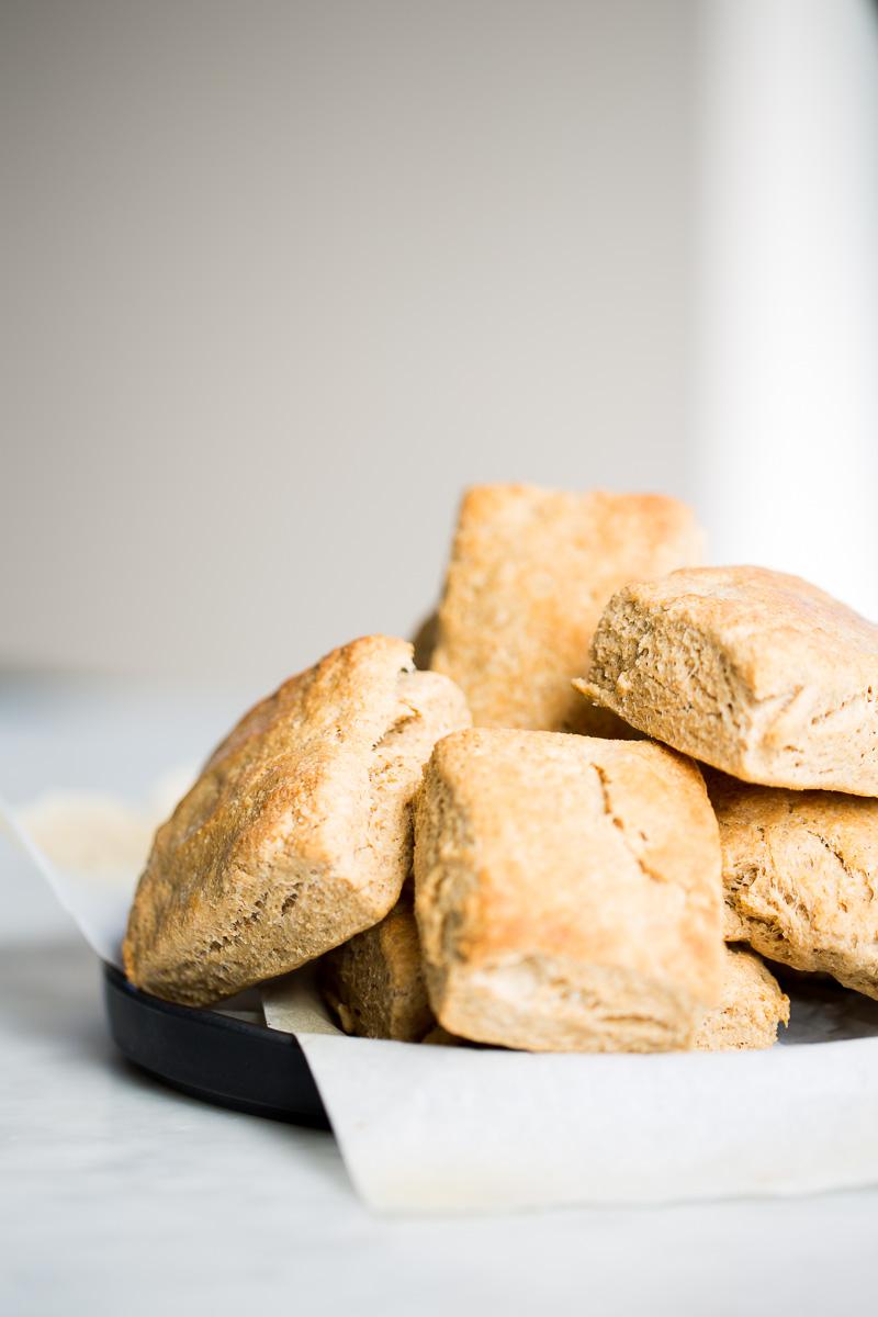 Receta de biscuits hechos en casa, solo 5 ingredientes y son veganos.