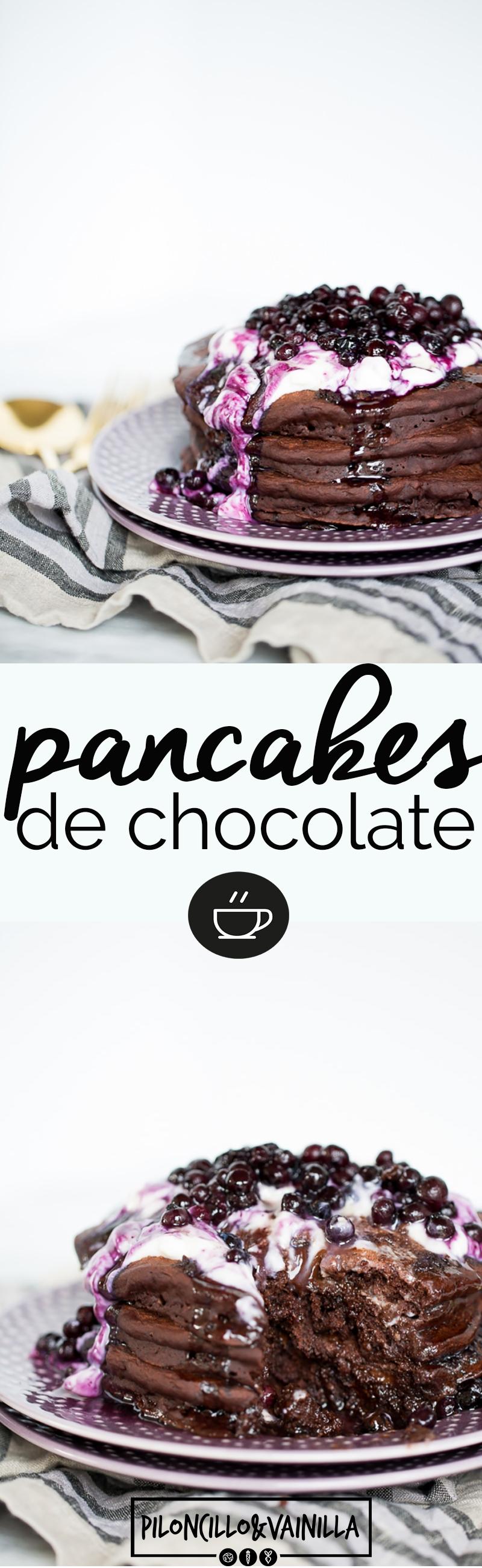 Receta de pancakes de chocolate con chispas de chocolate obscuro es la receta perfecta para cuando quieres tener un desayuno fuera de serie. #recetavegana, #recetaenespañol, #recetadedesayuno, #vegano