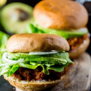 Hamburguesa de chorizo, vegana, mexicana y con sólo dos ingredientes.