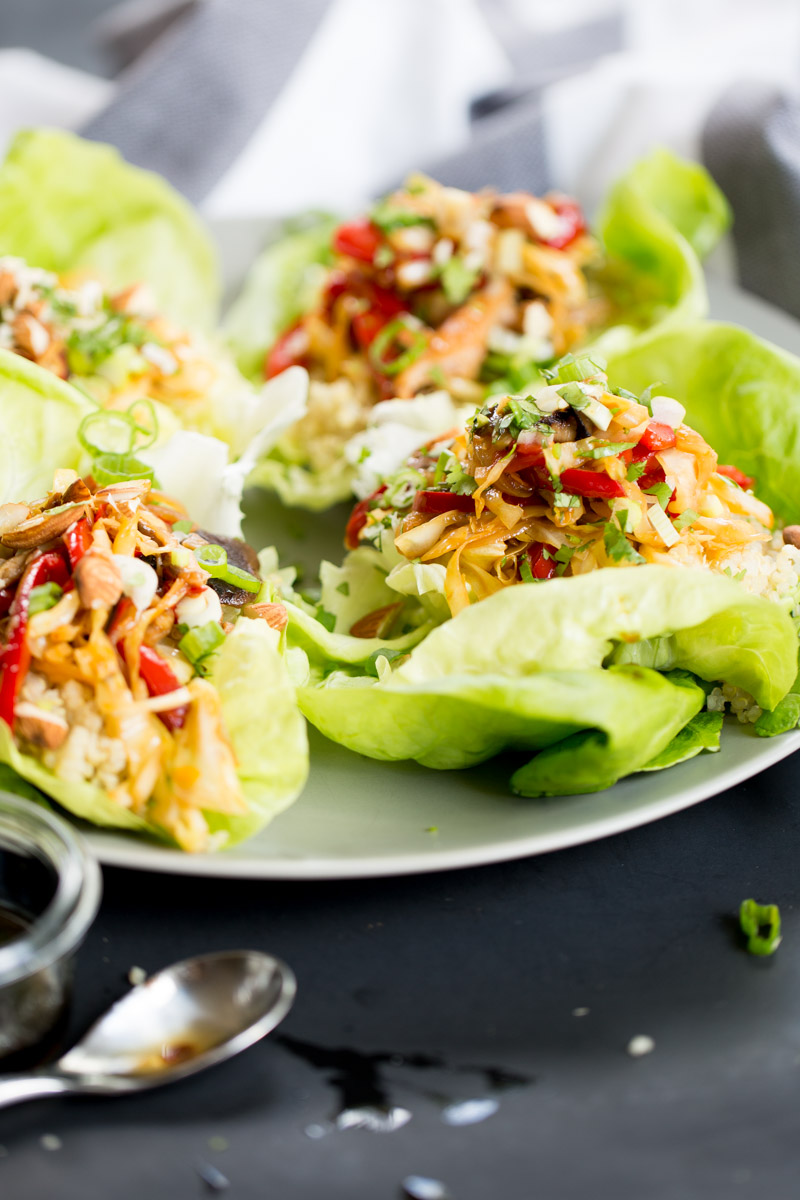 Receta de taquitos chinos de lechuga chinos con quinoa. Receta vegana.