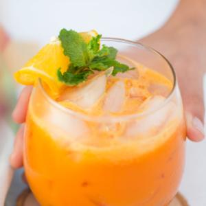 Jugo de zanahoria y naranja y jengibre semi-hecho en casa, via piloncilloyvainilla.com
