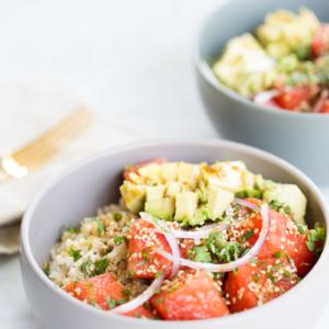 Receta de poke bowl vegano, poke bowl hecho con sandía.