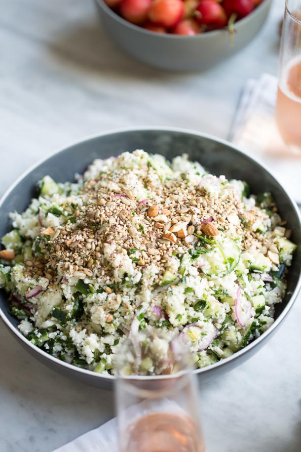 Receta de ensalada de coliflor con dukka perfecta para acompañar cualquier platillo. Es ligera, deliciosas y super nutritiva. Cauliflower salad with dukka.