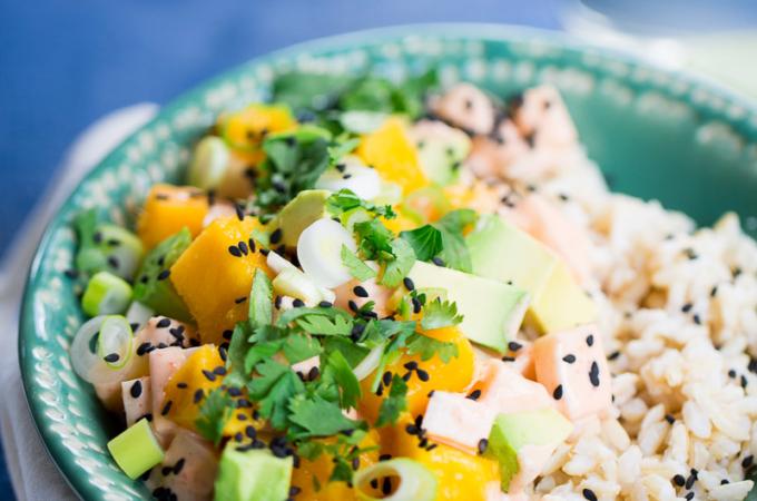 Poke-bowl 2: mango & aguacate + siracha