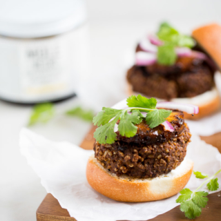 Black bean and mole burgers recipe. Easy, delicious and vegan.
