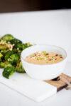 Brócoli asado con salsa de cacahuate