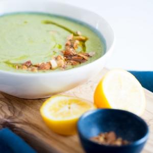 Sopa de brocoli y calabacin con vitamina B12.