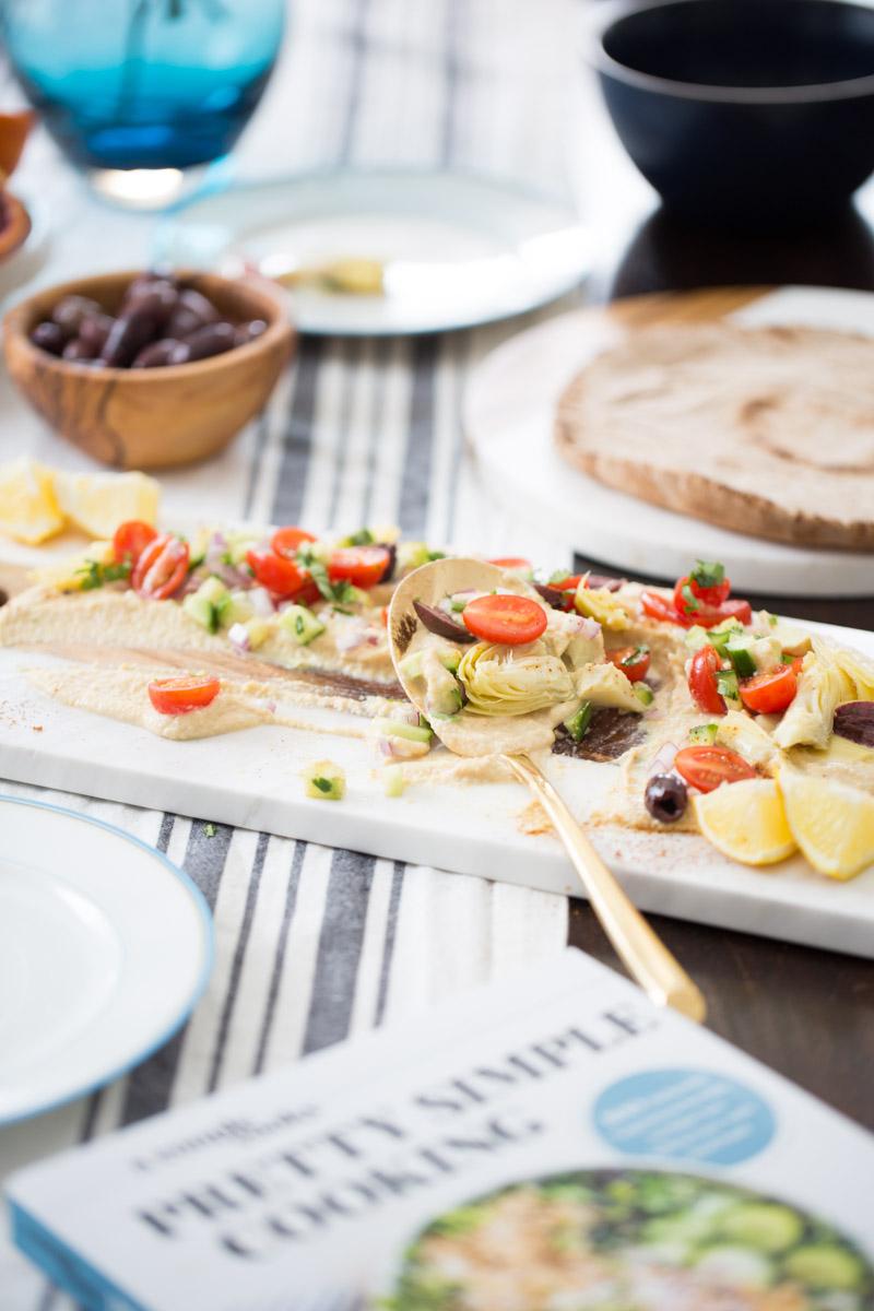 Hummus con ensalada mediterranea