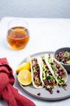 Tacos veganos con salsa de granada