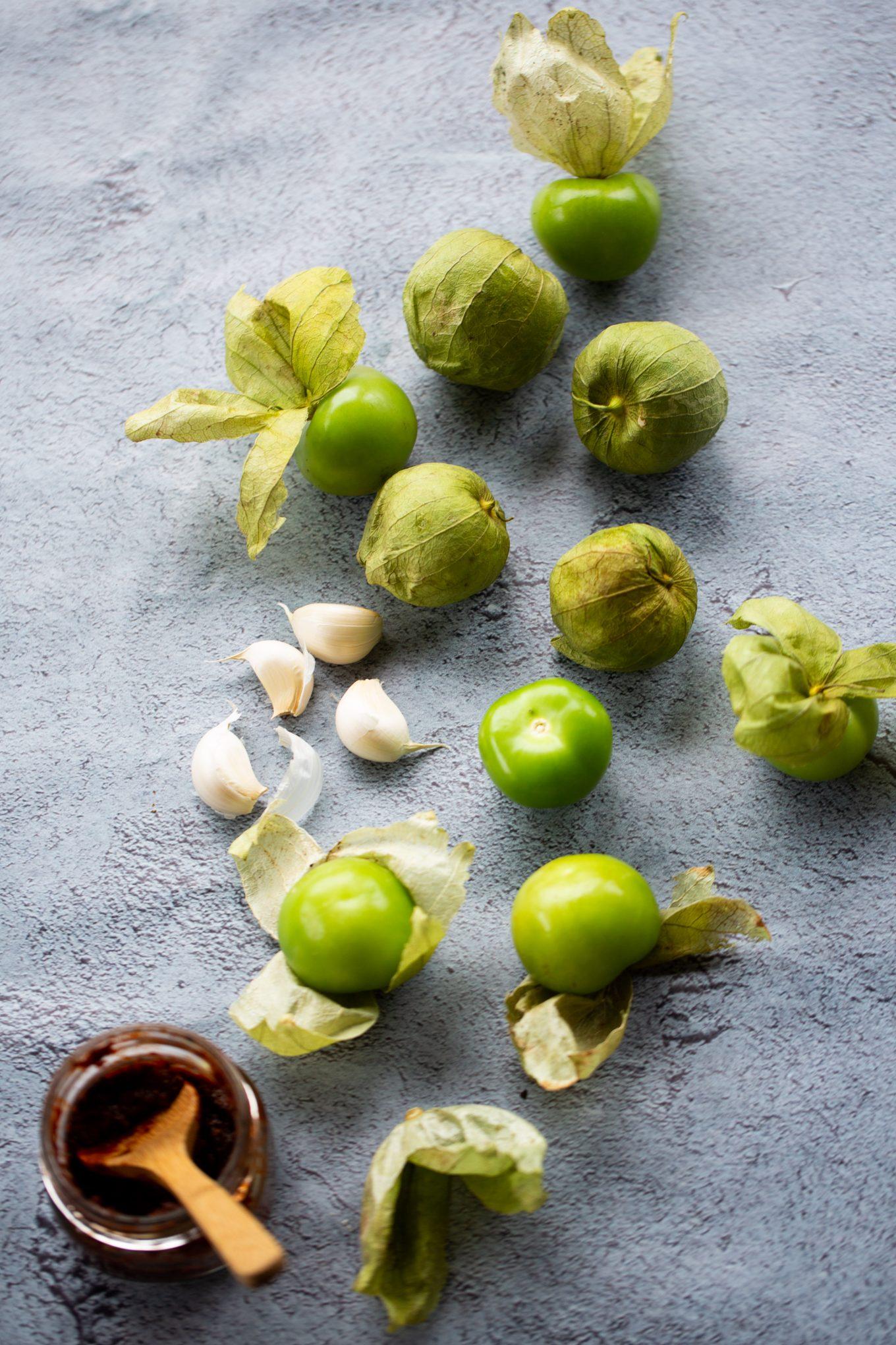 ingredientes para hacer salsa verde con chipotle
